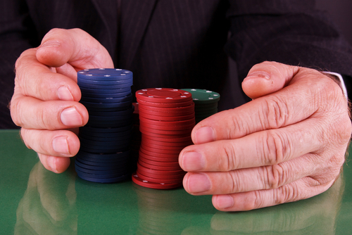 How to play poker online between friends